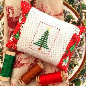 "<center><a target=""_blank"" href=""https://www.aurifil.com/wp-content/uploads/2019/07/7.21LittleChristmasTree-WendySheppard.pdf"">Day 21 - Little Christmas Tree</a></center>"